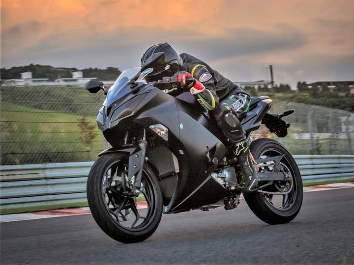 """Kawasaki намекает на """"электрическое"""" будущее c EV Endeavor"""