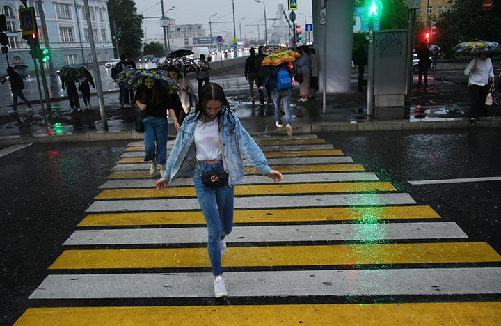 Забота о мотоциклистах: в Москве уберут жёлтые полосы разметки на пешеходных переходах