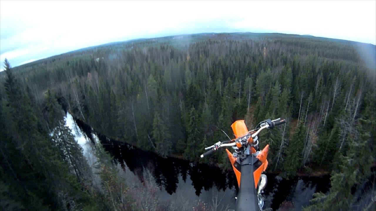 Прыжок в реку с высоты 40 метров